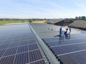 Solaranlagen Referenzen - PV-Service GmbH | Maschinenhalle in Alpen in NRW