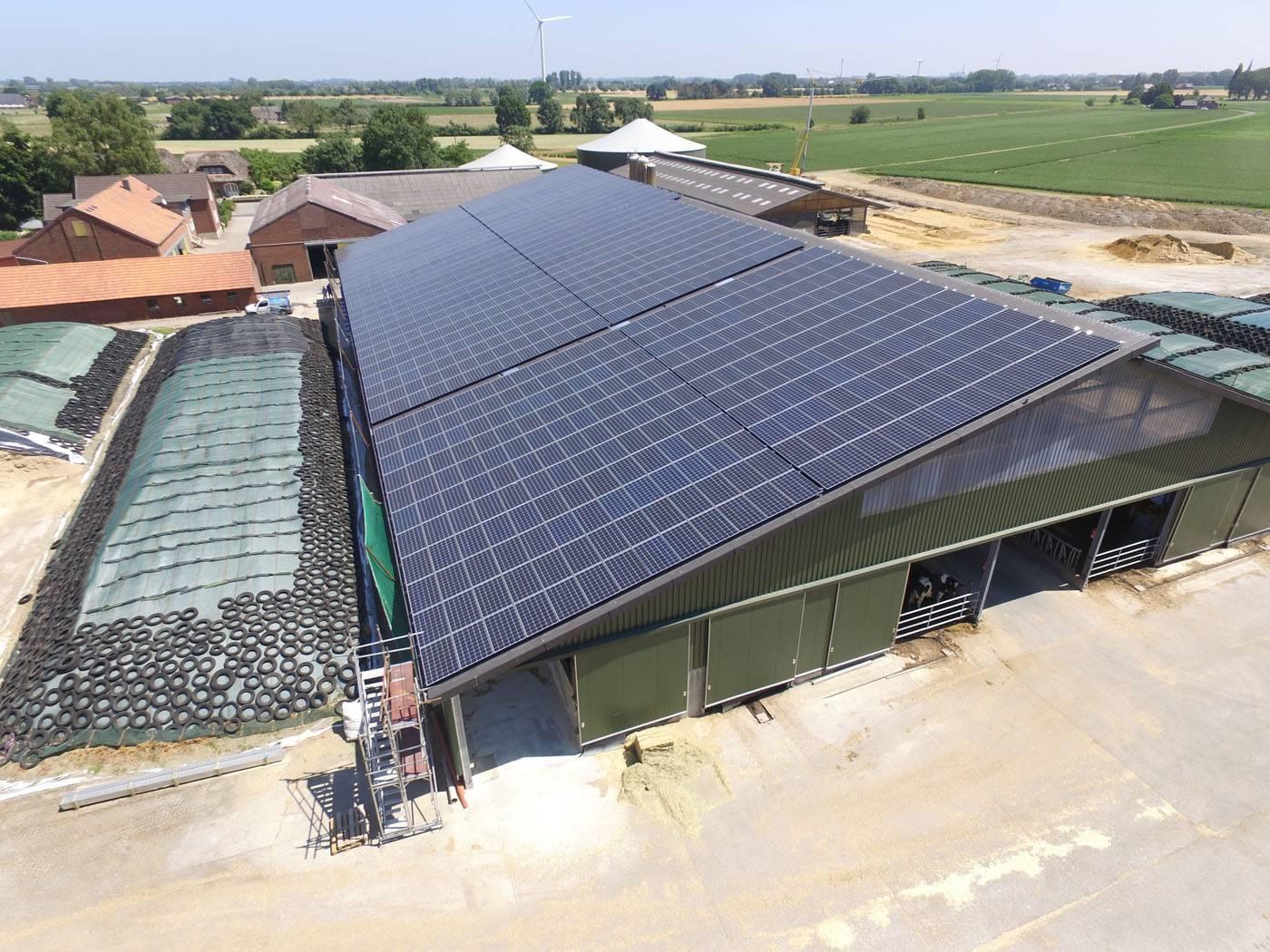 Solaranlagen Referenzen - PV-Service GmbH | Bauernhof in Bedburg NRW